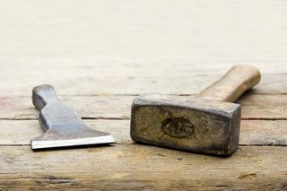Hammer_and_chisel